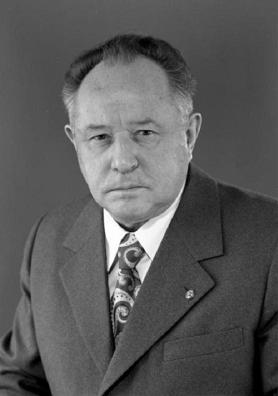 Mielke in 1976, almost 20 years into his tenure as head of Stasi. Bundesarchiv, Bild 183-R0522-177 / CC-BY-SA 3.0